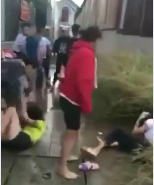 CLIP: Bàng hoàng 2 nữ sinh bị đánh đập dã man ở Đồng Nai - Ảnh 2.
