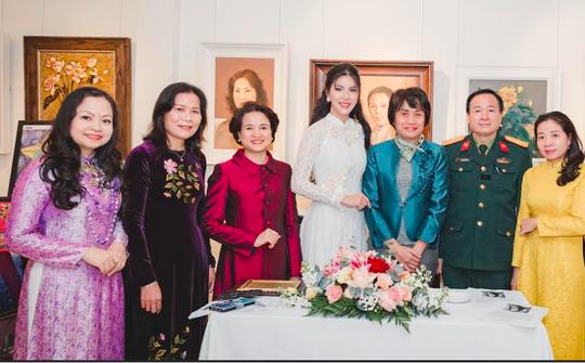 Hoa hậu Loan Vương khâm phục những đoá hồng trong tuyến đầu chống dịch - Ảnh 4.