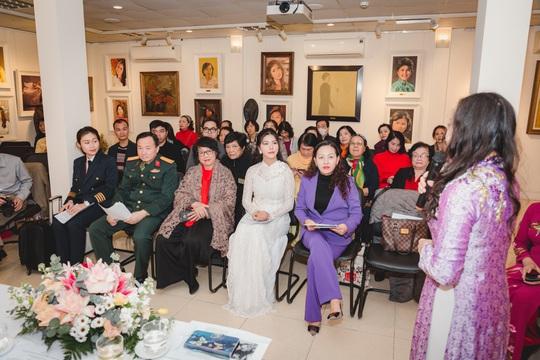 Hoa hậu Loan Vương khâm phục những đoá hồng trong tuyến đầu chống dịch - Ảnh 5.