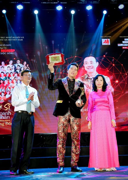 400 người tham dự đêm Vinh danh đã mặc niệm cố nghệ sĩ Chí Tài - Ảnh 7.