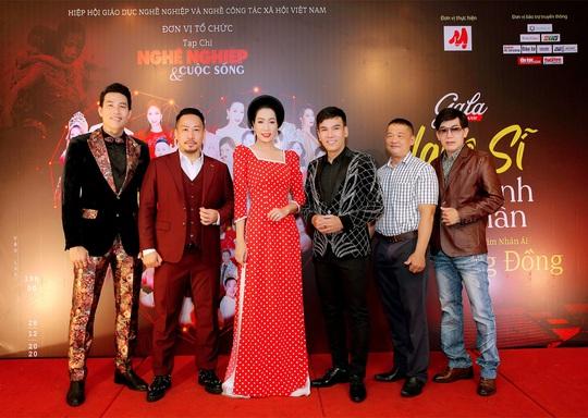 400 người tham dự đêm Vinh danh đã mặc niệm cố nghệ sĩ Chí Tài - Ảnh 8.