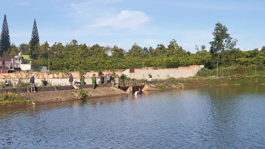 Thả lưới đánh cá, tá hỏa với thi thể đàn ông trên hồ - Ảnh 1.