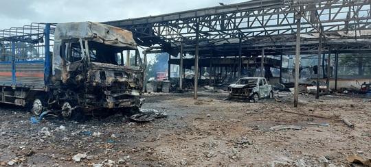 Hiện trường vụ cháy nổ kinh hoàng khiến 8 người thương vong - Ảnh 1.