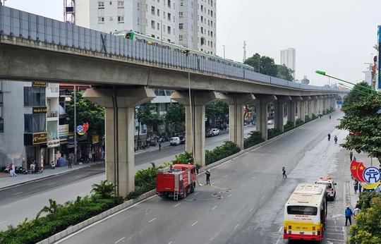 Diễn tập tình huống khẩn cấp trên tuyến đường sắt Cát Linh-Hà Đông - Ảnh 2.