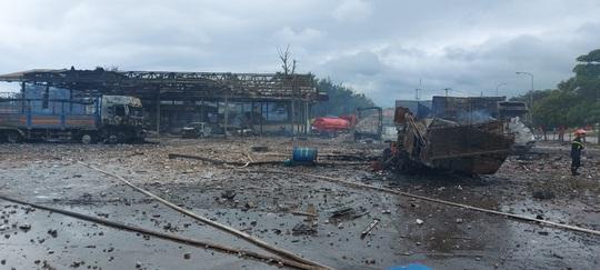 Hiện trường vụ cháy nổ kinh hoàng khiến 8 người thương vong - Ảnh 4.