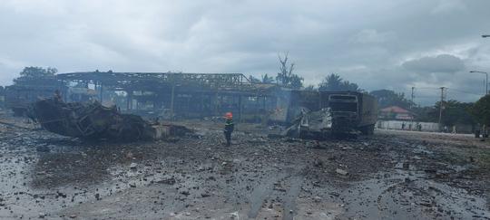Hiện trường vụ cháy nổ kinh hoàng khiến 8 người thương vong - Ảnh 7.
