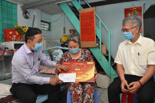 Mai Vàng nhân ái thăm nghệ sĩ múa Phùng Kim Dung - Ảnh 1.