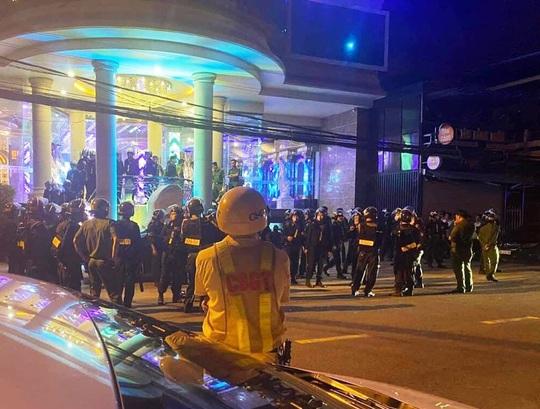 Khánh Hòa: Phá ổ chơi ma túy tại karaoke Crown TP Nha Trang - Ảnh 2.