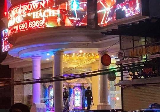 Khánh Hòa: Phá ổ chơi ma túy tại karaoke Crown TP Nha Trang - Ảnh 1.
