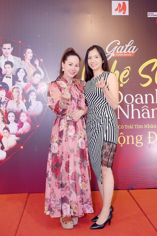 Nữ hoàng doanh nhân Ngô Thị Kim Chi giản dị nhưng tỏa sắc trong đêm Vinh danh Trái tim nhân ái - Ảnh 3.