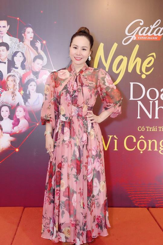 Nữ hoàng doanh nhân Ngô Thị Kim Chi giản dị nhưng tỏa sắc trong đêm Vinh danh Trái tim nhân ái - Ảnh 2.