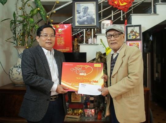 Mai vàng nhân ái thăm và tặng quà NSƯT Nguyễn Hồng Minh - Ảnh 3.