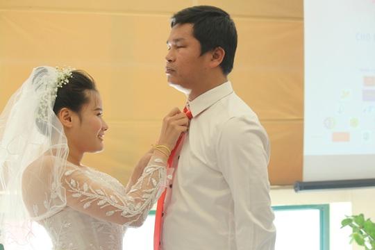 Những hình ảnh xúc động tại lễ cưới tập thể của 46 cặp đôi đặc biệt - Ảnh 2.