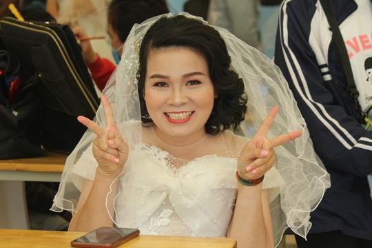 Những hình ảnh xúc động tại lễ cưới tập thể của 46 cặp đôi đặc biệt - Ảnh 6.