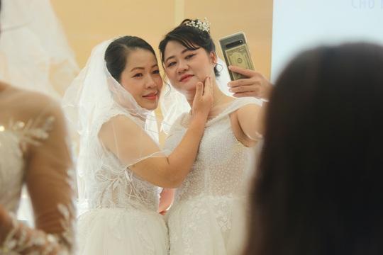 Những hình ảnh xúc động tại lễ cưới tập thể của 46 cặp đôi đặc biệt - Ảnh 5.