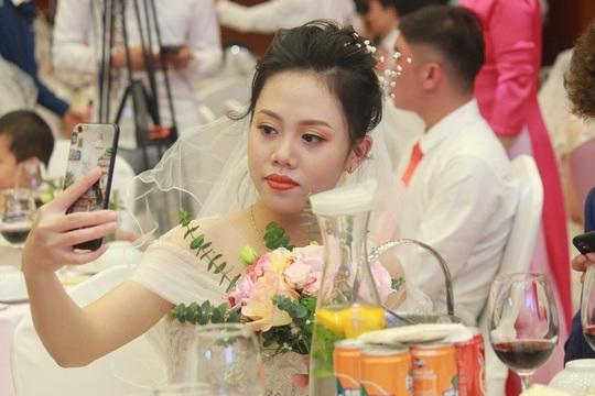 Những hình ảnh xúc động tại lễ cưới tập thể của 46 cặp đôi đặc biệt - Ảnh 7.