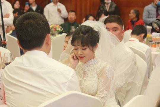 Những hình ảnh xúc động tại lễ cưới tập thể của 46 cặp đôi đặc biệt - Ảnh 8.