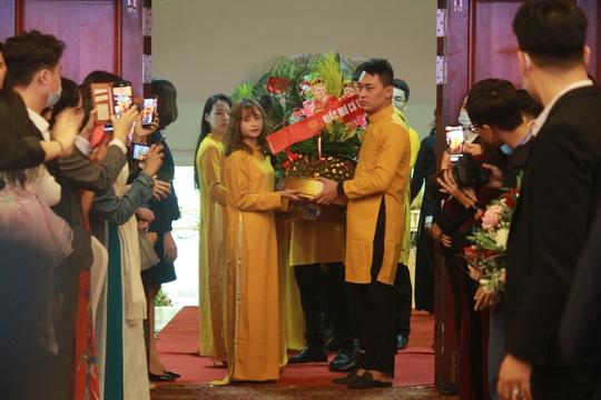 Những hình ảnh xúc động tại lễ cưới tập thể của 46 cặp đôi đặc biệt - Ảnh 9.
