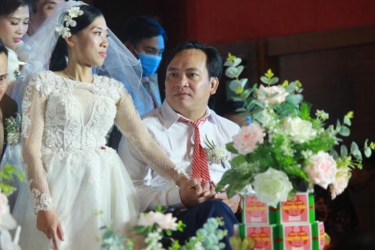 Những hình ảnh xúc động tại lễ cưới tập thể của 46 cặp đôi đặc biệt - Ảnh 12.