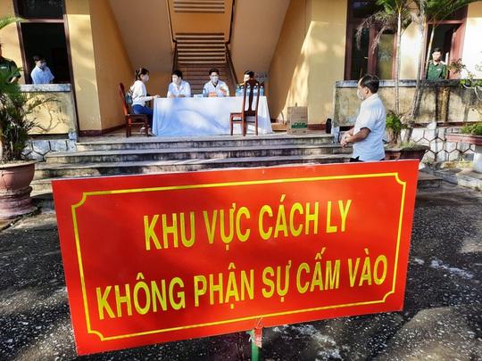 Quảng Nam cách ly 48 người về từ Hải Dương, Quảng Ninh - Ảnh 1.