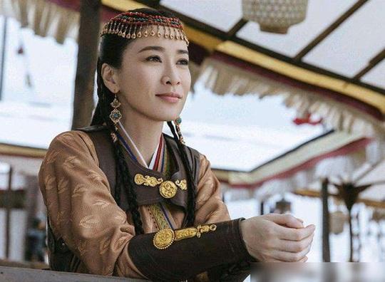 Khi Lưu Gia Linh 52 đóng 27 tuổi, Xa Thi Mạn 45 thành thiếu nữ... - Ảnh 3.