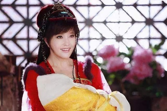 Khi Lưu Gia Linh 52 đóng 27 tuổi, Xa Thi Mạn 45 thành thiếu nữ... - Ảnh 6.
