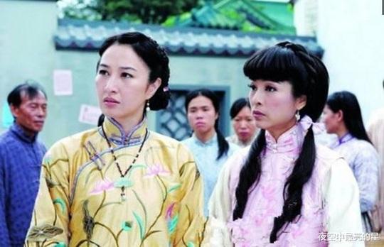 Khi Lưu Gia Linh 52 đóng 27 tuổi, Xa Thi Mạn 45 thành thiếu nữ... - Ảnh 8.