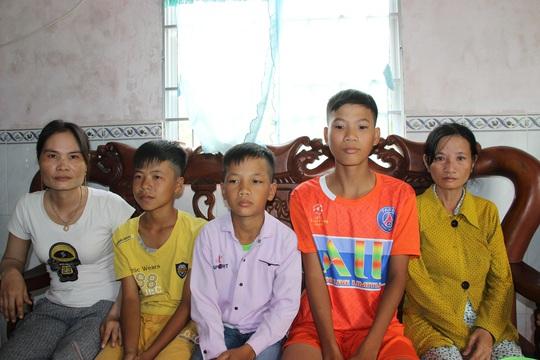 Nhói lòng 3 đứa trẻ đạp xe gần 400km từ Cà Mau lên TP HCM - Ảnh 4.
