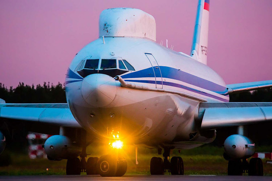 Cả gan đột nhập máy bay chở tổng thống Nga - Ảnh 1.