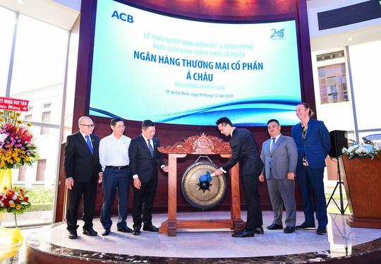 Hơn 2,16 tỉ cổ phiếu ACB chính thức được giao dịch trên sàn HoSE - Ảnh 1.