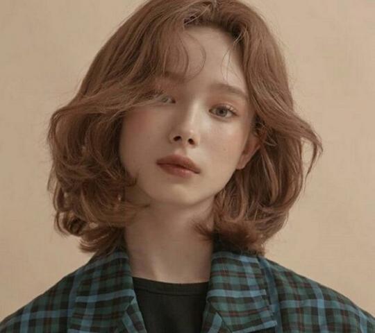 4 kiểu tóc giúp chị em ăn gian chiều cao hiệu quả - Ảnh 2.