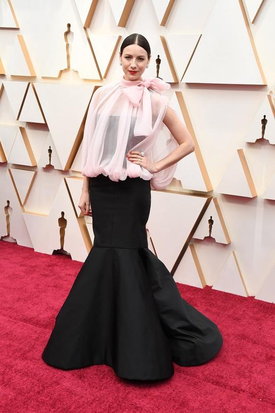 Thảm đỏ Oscar 92: Té ngửa với những mẫu thời trang... quá sức tưởng tượng! - Ảnh 8.