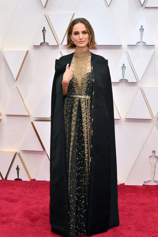 Học sao Hollywood chọn váy đi dự tiệc - Ảnh 2.