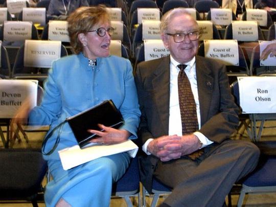 Cuộc hôn nhân kỳ lạ của tỷ phú Warren Buffett - Ảnh 1.