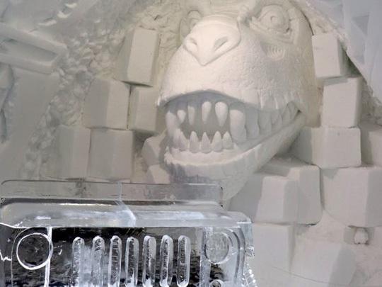 Bên trong khách sạn được xây hoàn toàn bằng băng tuyết - Ảnh 1.