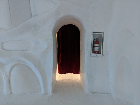 Bên trong khách sạn được xây hoàn toàn bằng băng tuyết - Ảnh 7.