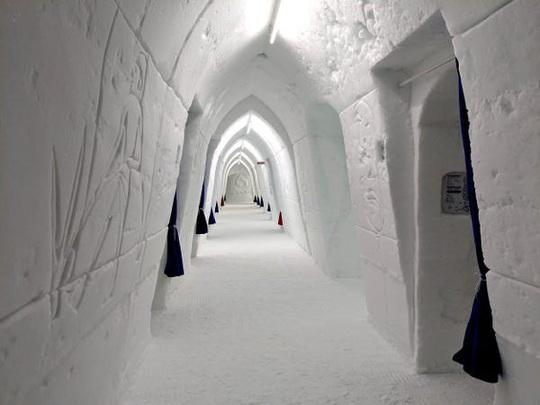 Bên trong khách sạn được xây hoàn toàn bằng băng tuyết - Ảnh 8.