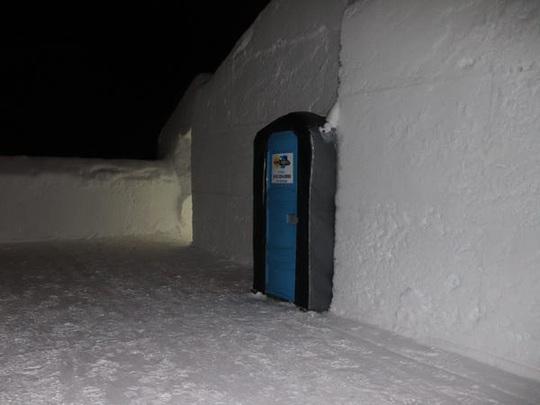 Bên trong khách sạn được xây hoàn toàn bằng băng tuyết - Ảnh 10.