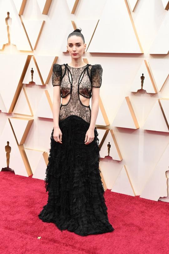 Thảm đỏ Oscar 92: Té ngửa với những mẫu thời trang... quá sức tưởng tượng! - Ảnh 3.