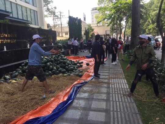 Một tập đoàn mua 20 tấn dưa hấu hỗ trợ nông dân Tây Nguyên - Ảnh 2.