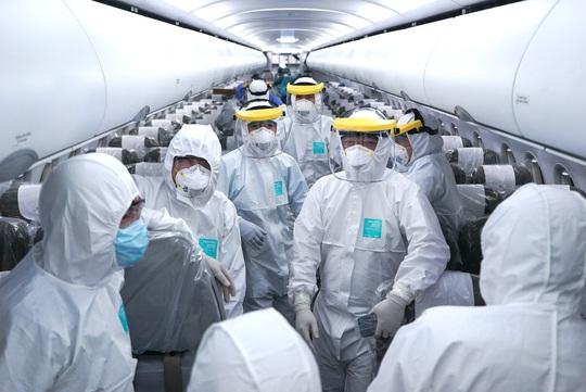 Sức khỏe tổ bay thực hiện chuyến bay đặc biệt đến Vũ Hán hiện ra sao? - Ảnh 1.