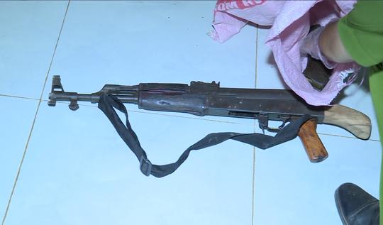 Dùng súng AK bắn người tình rồi tự sát - Ảnh 2.