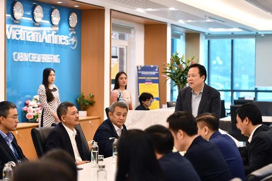 Đưa hơn 1.000 khách Trung Quốc bị kẹt bởi dịch Covid-19 từ Đà Nẵng, Nha Trang, Phú Quốc về nước - Ảnh 1.
