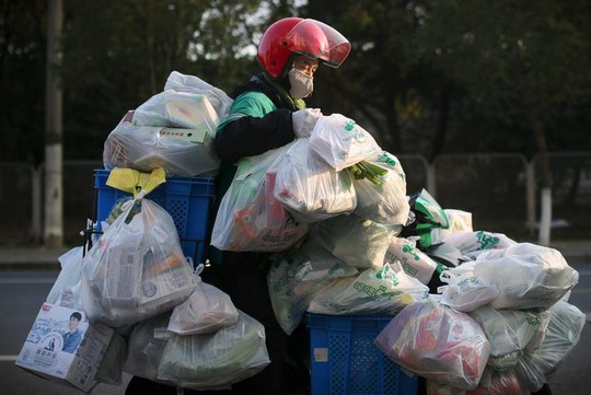 Hàng triệu dân Trung Quốc bị cách ly, sống ra sao? - Ảnh 2.