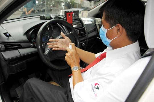 Nhân viên văn phòng Vinasun tự nguyện giảm lương để chia sẻ khó khăn với lái xe taxi - Ảnh 1.