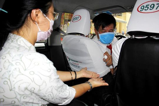 Nhân viên văn phòng Vinasun tự nguyện giảm lương để chia sẻ khó khăn với lái xe taxi - Ảnh 2.