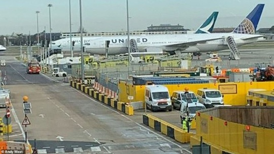 Truyền thông Anh: Phong tỏa đồng loạt 8 máy bay tại sân bay Heathrow vì Covid-19 - Ảnh 1.