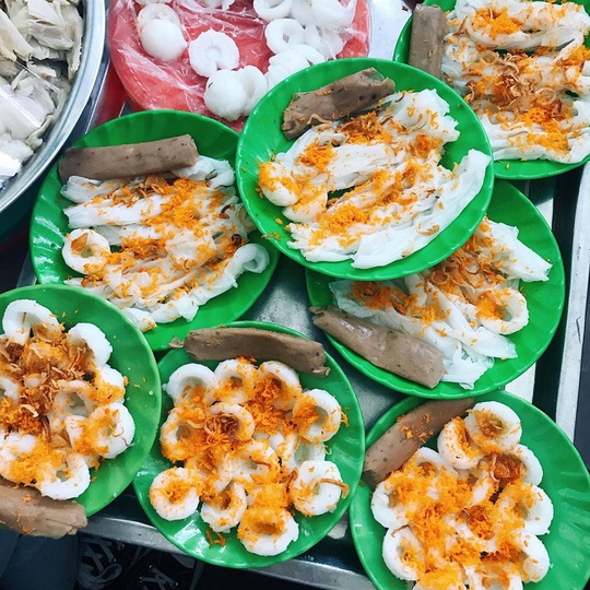 Những khu ẩm thực nổi tiếng hút khách ở Đà Nẵng - Ảnh 1.