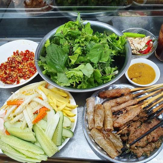 Những khu ẩm thực nổi tiếng hút khách ở Đà Nẵng - Ảnh 2.