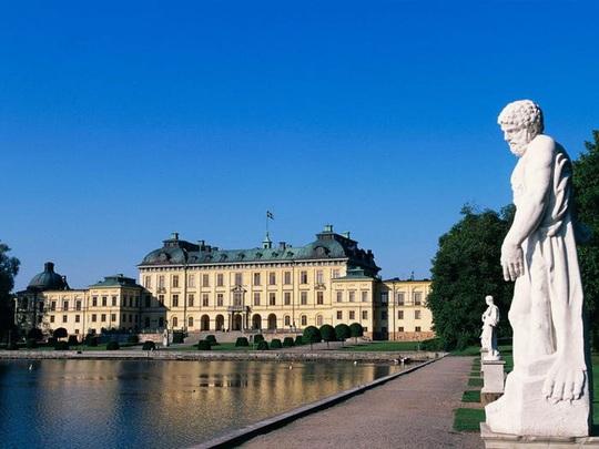 Những cung điện hoàng gia xa hoa trên thế giới - Ảnh 1.